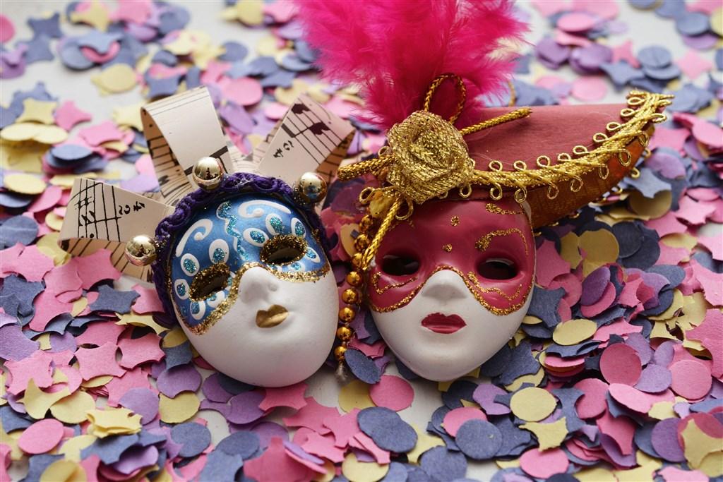 Valentýn v Benátkách během karnevalu -