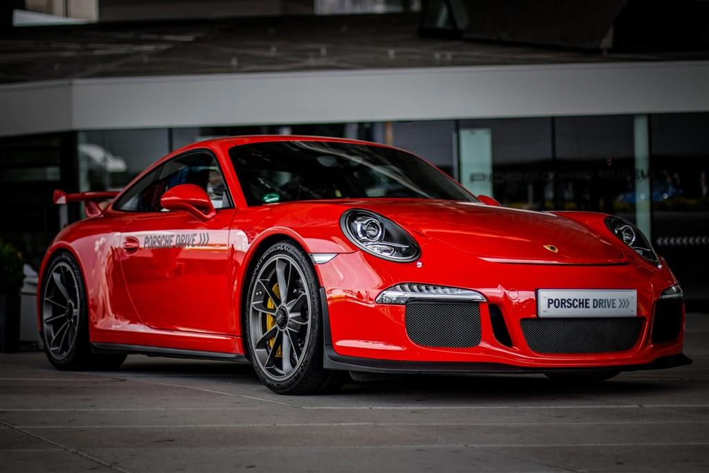 Muzeum Porsche a Mercedes-Benz -